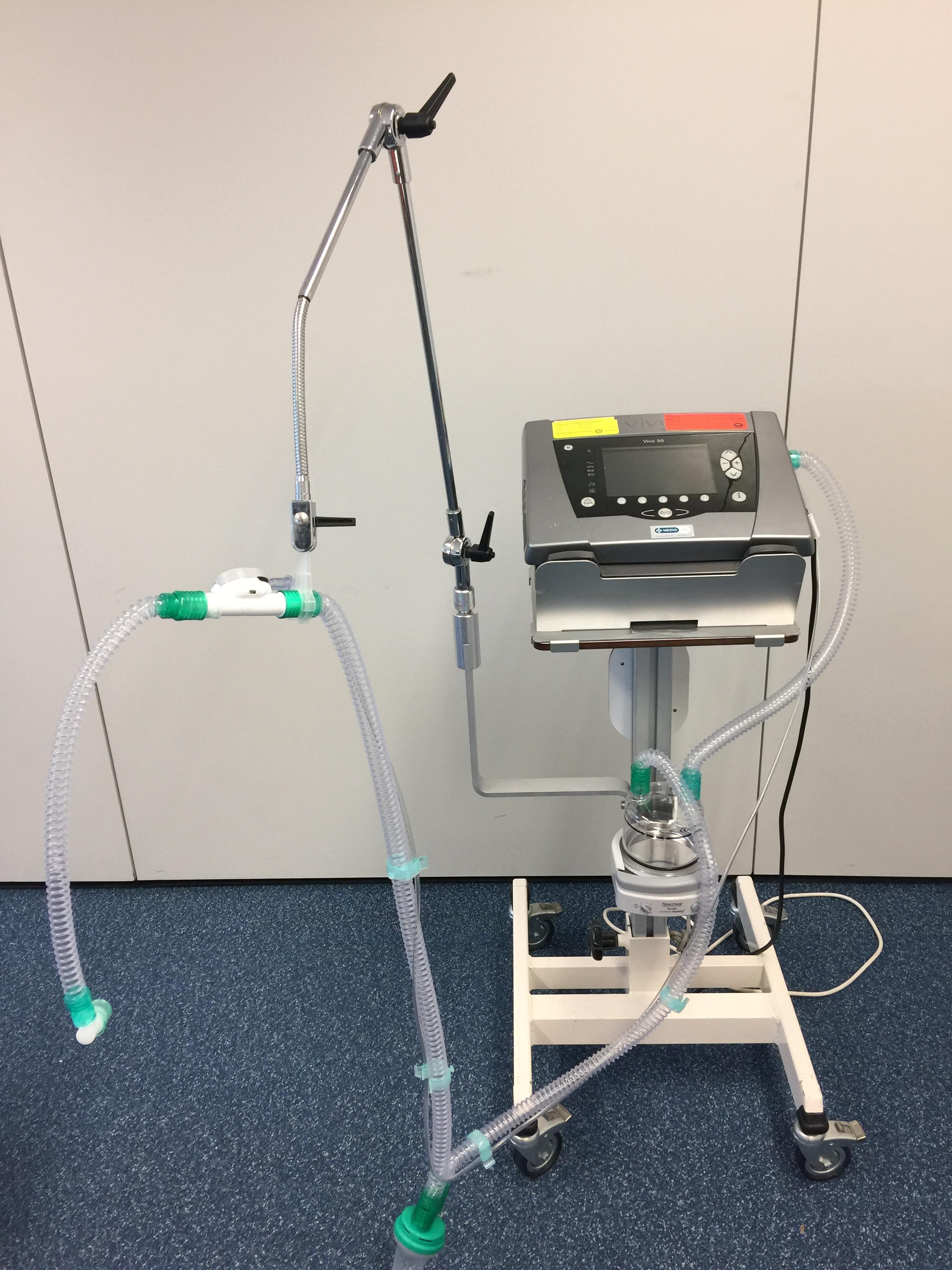 Beademingsapparaat Vivo 50 tracheostomale beademing slangen systeem filter o2 zuurstof nippel bevochtiging pot expiratieklep klep