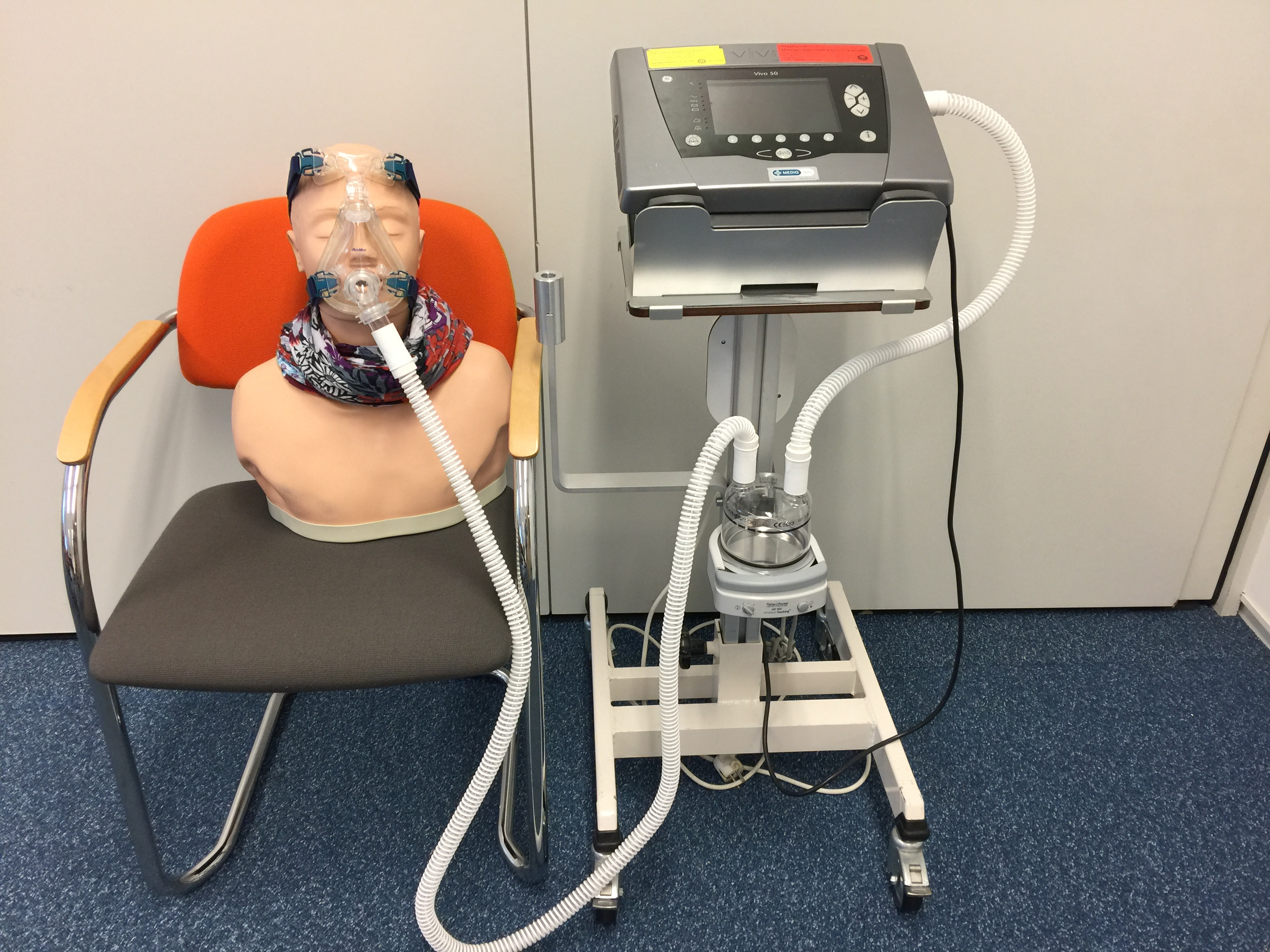 Beademingsapparaat Vivo 50 masker beademing niet invasief non filter slangensysteem filters o2 zuurstof