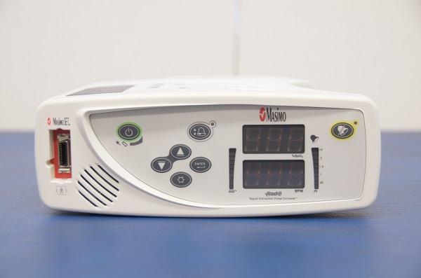 Meetapparaat Saturatiemeter Masimo RAD 8 zuurstof o2 meter